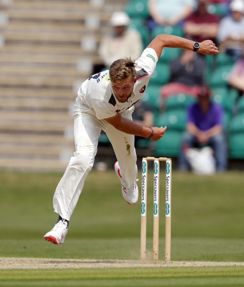 Mulder foxes Surrey batsmen on Day One