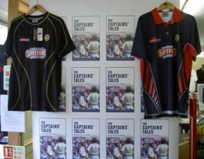 Former Kent captain returns to sign his new book