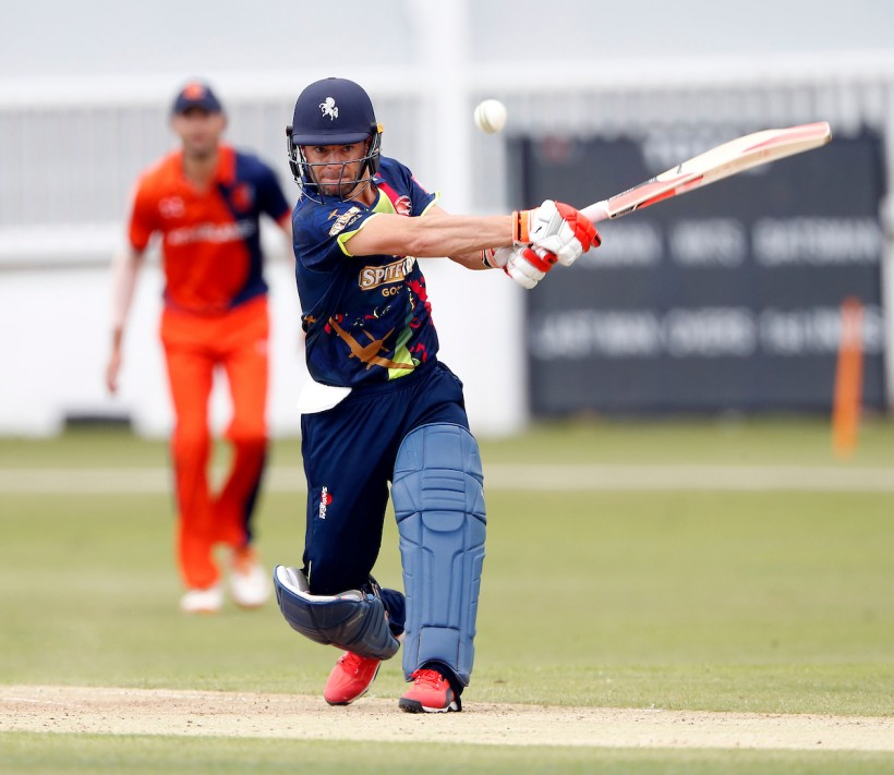 Spitfires smash Somerset at Taunton