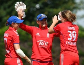 Charlotte Edwards leads England Women to six-wicket victory over Pakistan Women