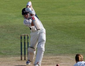 Denly hits century as Kent draw away at Leicestershire