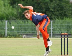 Kent sign Dutch international paceman