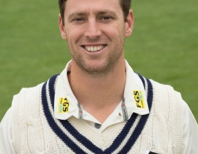 Kent struggle on first day of title decider