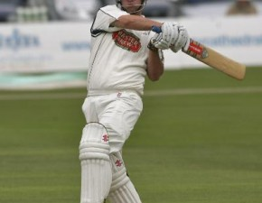 Berg leads Middlesex fightback as Kent struggle with bat and ball