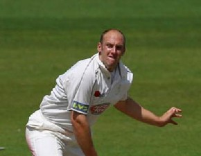 Tredwell bags another five to pass 50 wickets for the season