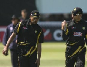 Van Jaarsveld bags three catches as Kent continue to toil