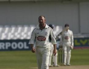 Surrey batsmen continue to toil as Kent edge toward victory