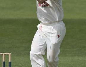 Tredwell and Ferley join forces to spin Kent into a winning position