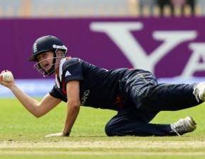 England progress to Super Sixes