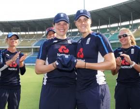 Davidson-Richards makes England ODI debut