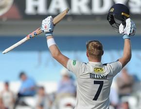 Kent cricketers raise a bat for #CaptainTomsTon