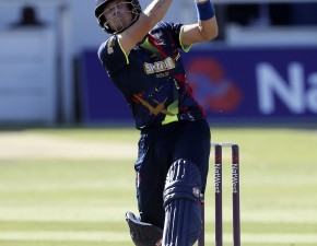 Denly signs for Sydney Sixers