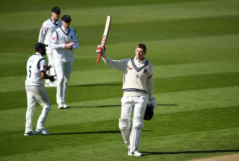 Crawley leads the charge on Day One vs. Warwickshire