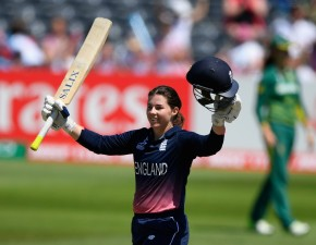 Tammy Beaumont hits 148 in World Cup win