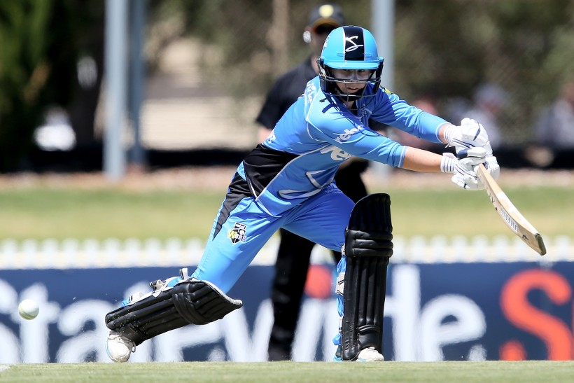 Beaumont helps Strikers reach WBBL semis