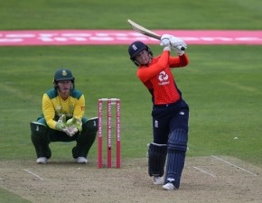 Beaumont hits maiden IT20 ton in record total
