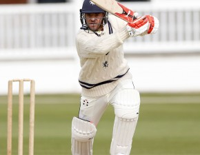 Kuhn and Bell-Drummond lead Kent run-chase