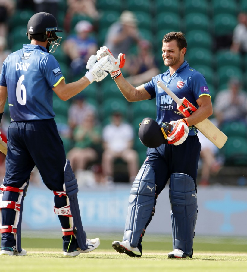 Spitfires beat Outlaws to reach One-Day Cup semis