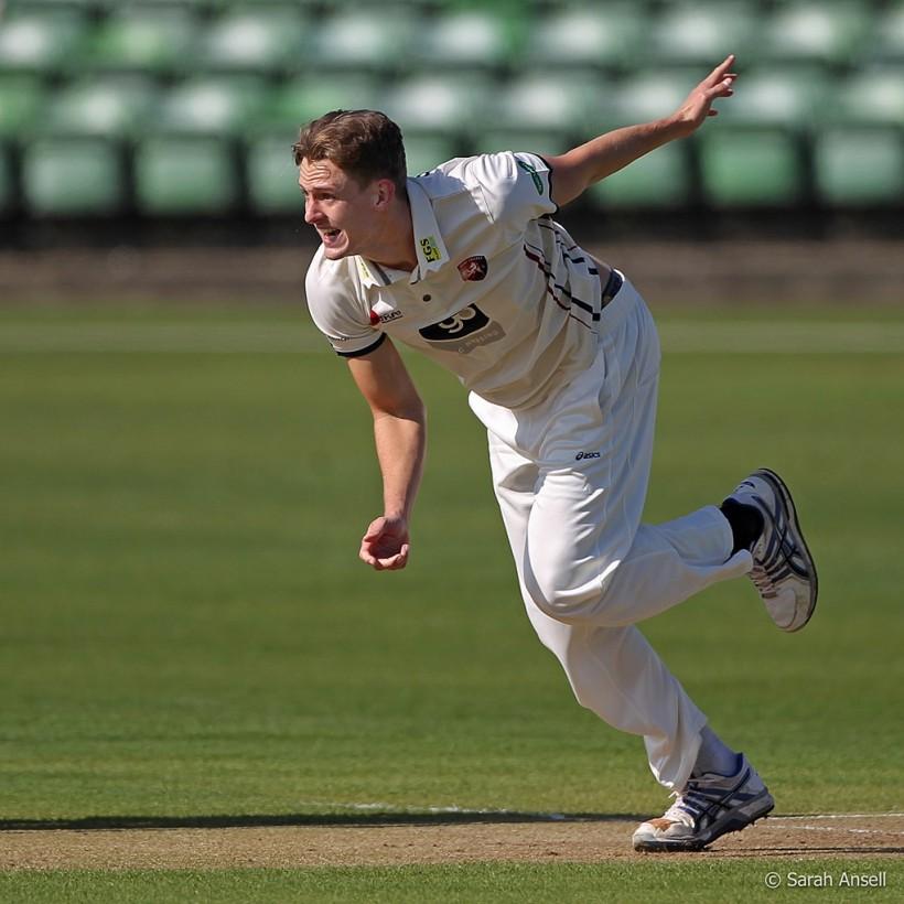 Hunn takes 3 wickets as Kent toil at Beckenham