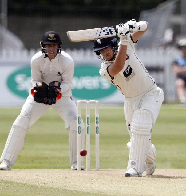 Coles and Denly strike as Sussex suffer