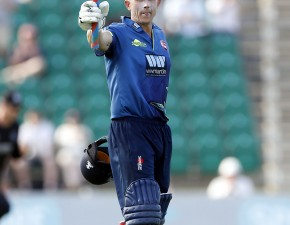 Spitfires reach One-Day Cup knock-out stages