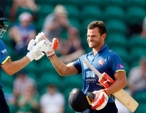Kuhn century guides Spitfires to Lord's
