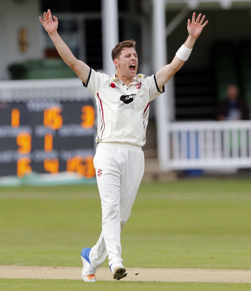 Henry takes 5 as Kent grab lead in Durham