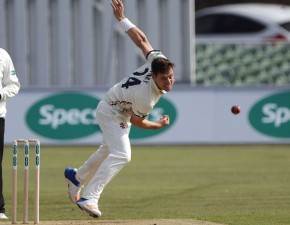 Henry takes 3 wickets as Kent eye chase