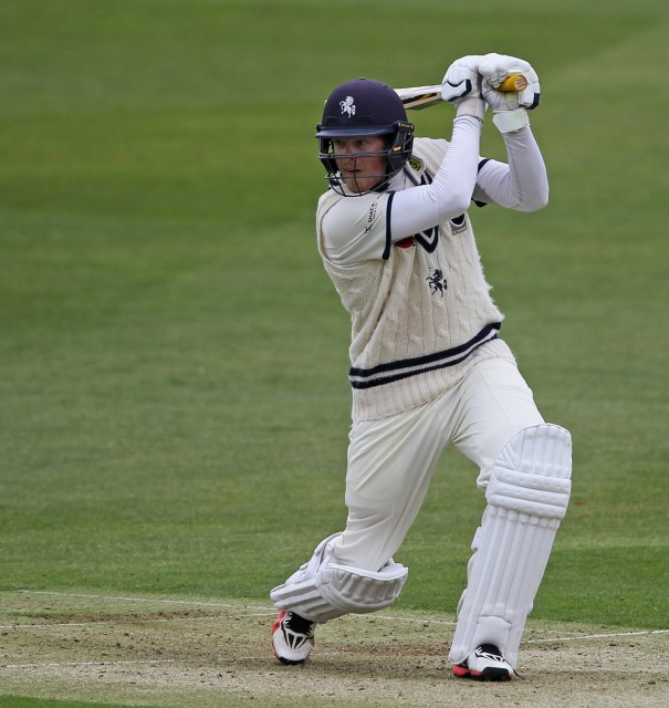 Kent hit four 50s to gain lead