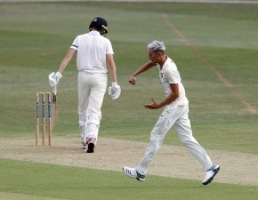 Kent persevere on scorching Day One