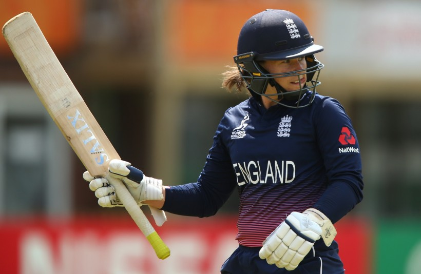 Beaumont & Marsh help England top group