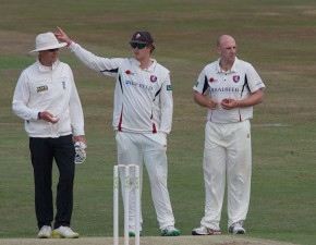 Kent v Lancs: visitors bat out draw on final day
