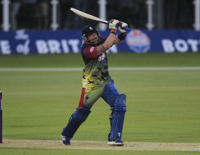 Darren Stevens to play for Comilla Victorians