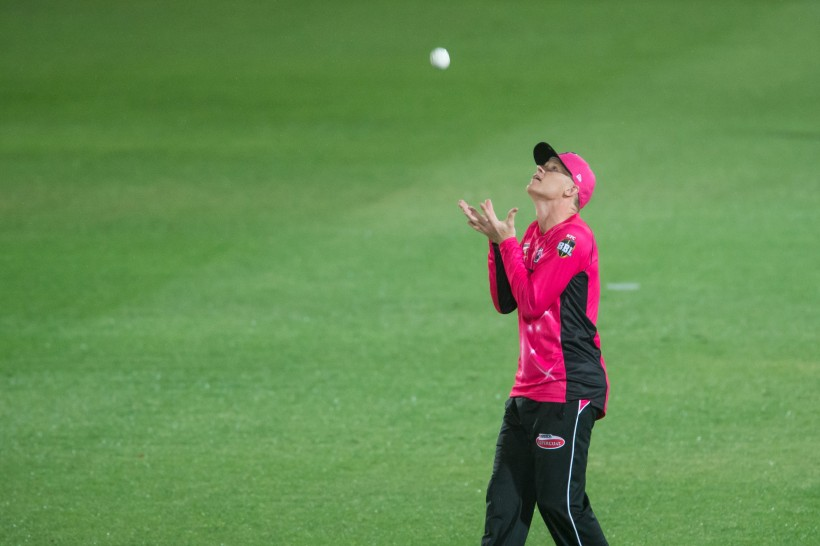 Billings takes two catches in BBL debut win