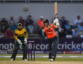 Charlotte Edwards stars again as England win 2nd Natwest T20 v South Africa