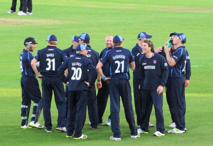 Tredwell leads Kent to tense win