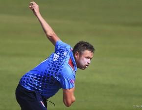 Claydon and Cowdrey take wickets Down Under