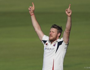 Kent v Lancs: leaders follow-on as Coles passes 60 red-ball wickets