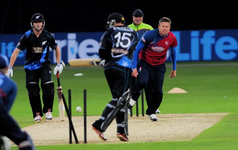New Zealand Black Caps enjoy win under lights