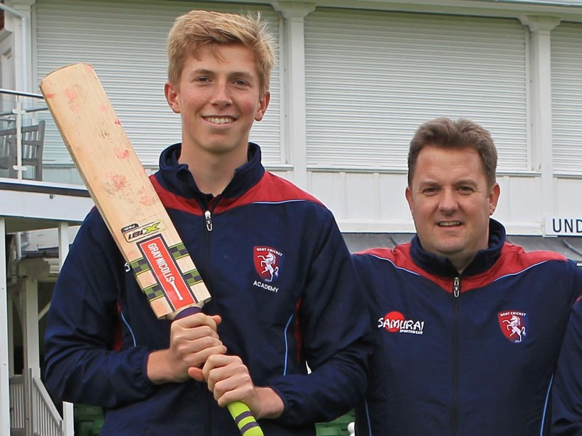 Zak Crawley signs first professional contract with Kent